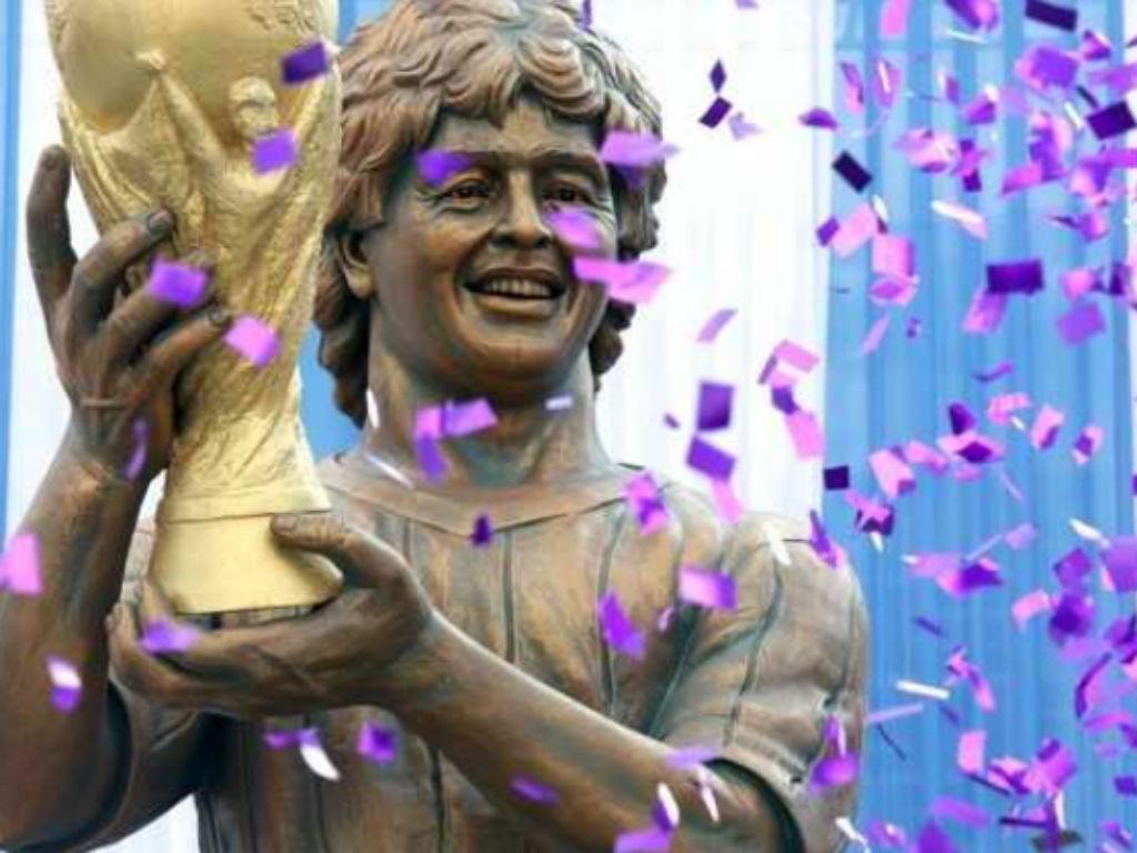 Estátua de Maradona