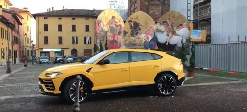 Lamborghini Urus à solta nas ruas de Sant'Agata Bolognese