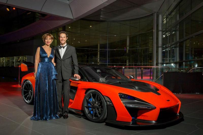Viviane e Bruno Senna com o McLaren Senna