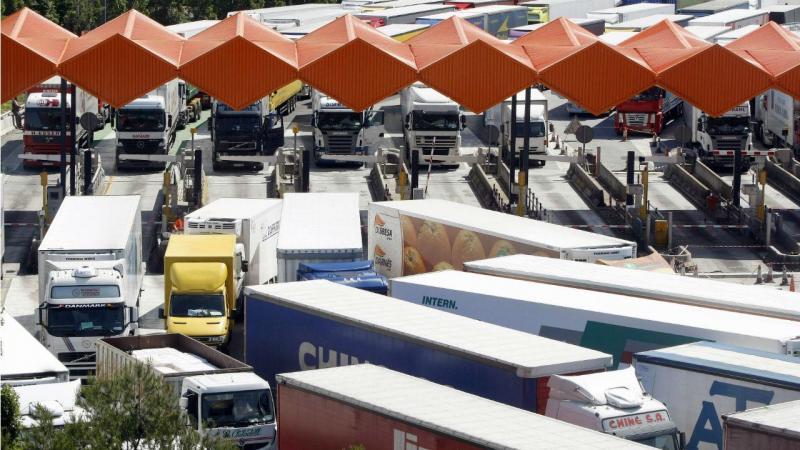 Camiões na autoestrada espanhola AP-7