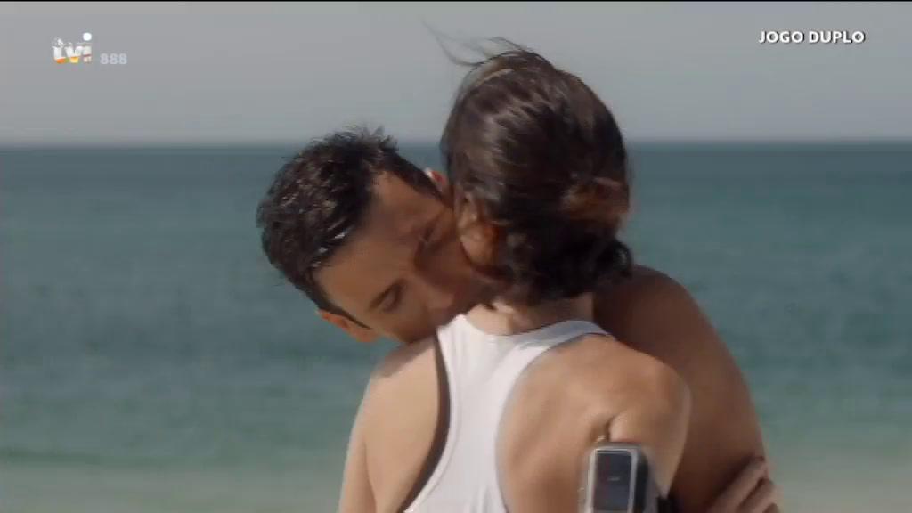 Um Beijo Vigiado Trama Marta Jogo Duplo Tvi Player