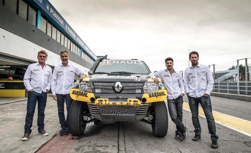 Carlos Sousa com a equipa Renault Dacia