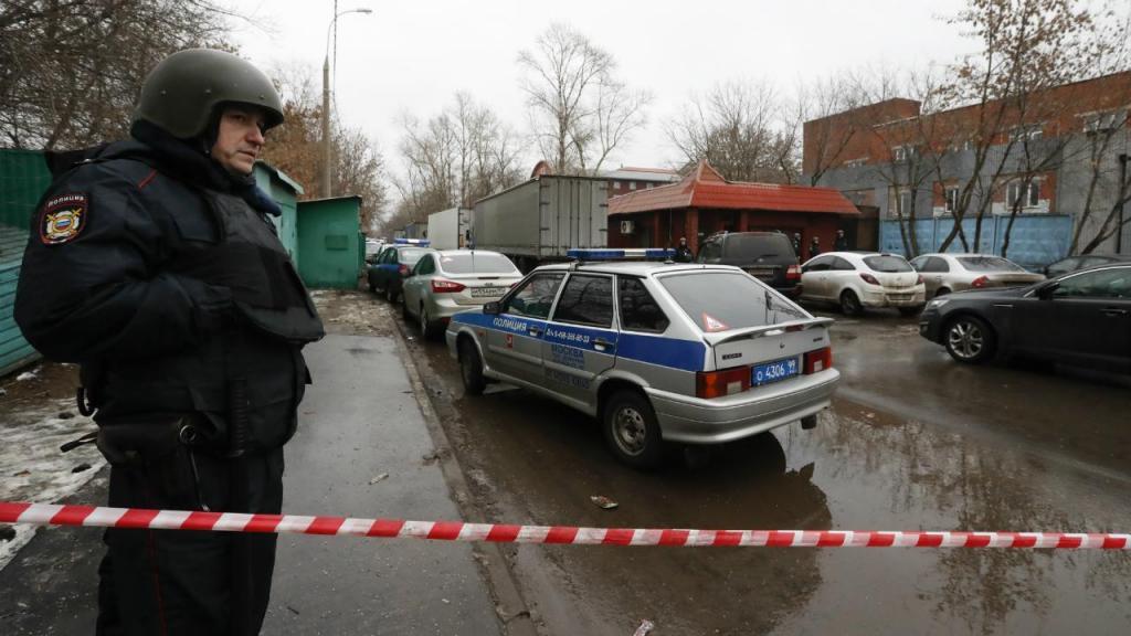 Moscovo - polícia cerca pastelaria onde atirador matou uma pessoa