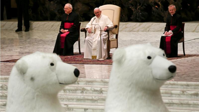 Papa Francisco assiste a número de circo no Vaticano