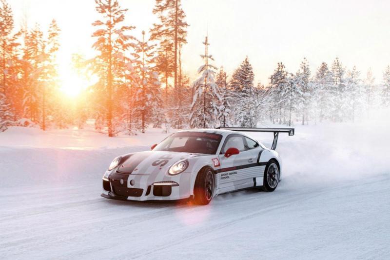 Aprender a conduzir na neve com um Porsche? Aceitamos!