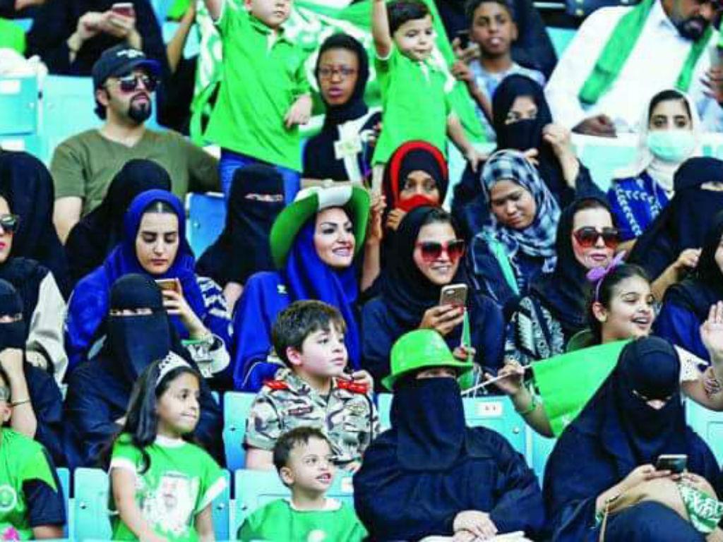Mulheres já podem ir ao futebol na Arábia Saudita