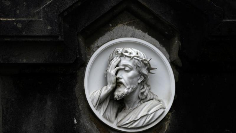 Cemitério de Oviedo (Espanha) - escultura (arquivo)