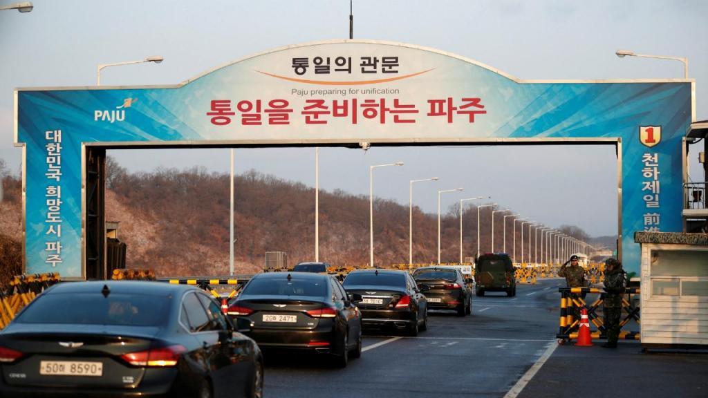 Delegação sul-coreana passa fronteira para zona desmilitarizada que a separa da Coreia do Norte
