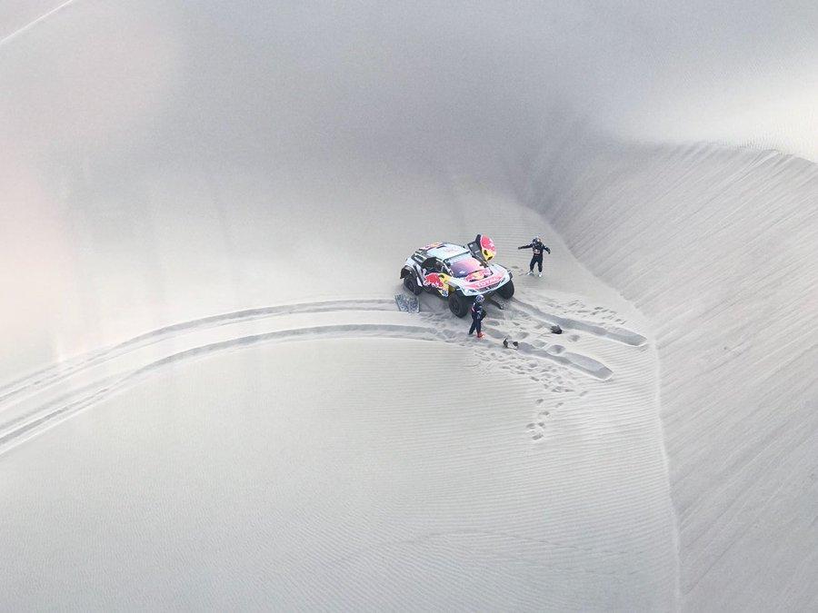 Loeb abandona prova devido a lesão do co-piloto