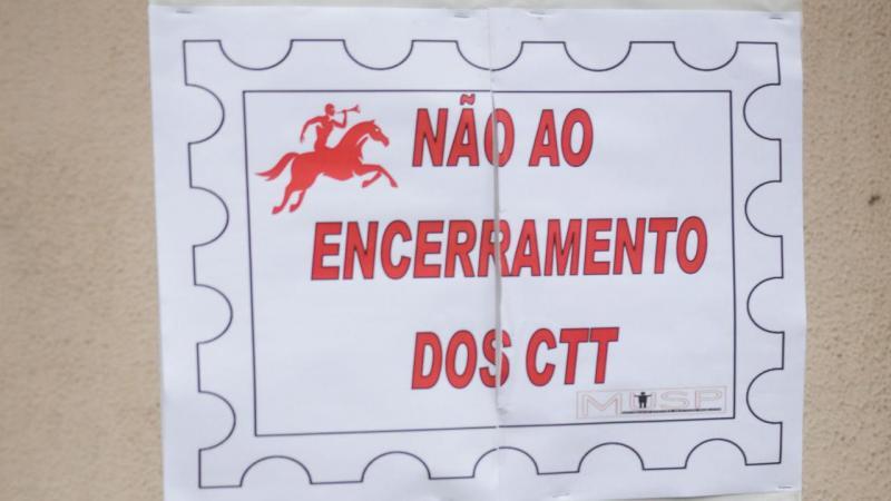 Protesto contra fecho dos CTT