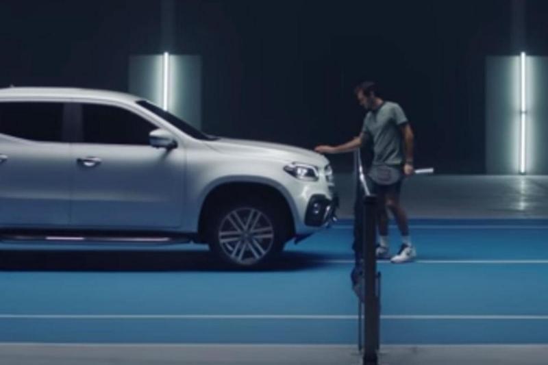 Roger Federer e a Mercedes Classe X (reprodução Youtube Mercedes)