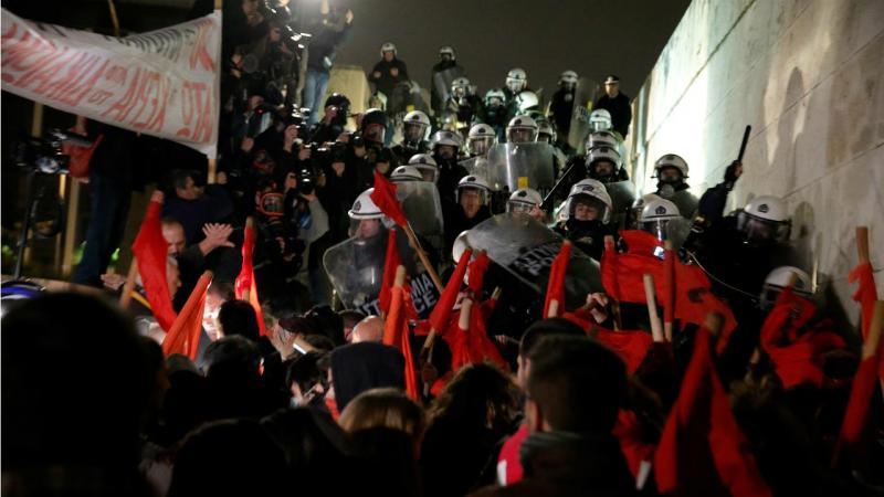 Atenas - protestos e confrontos em Atenas
