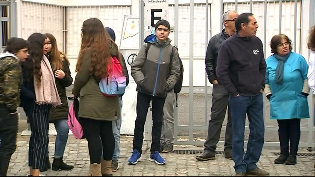 Escola fecha por falta de segurança e higiene