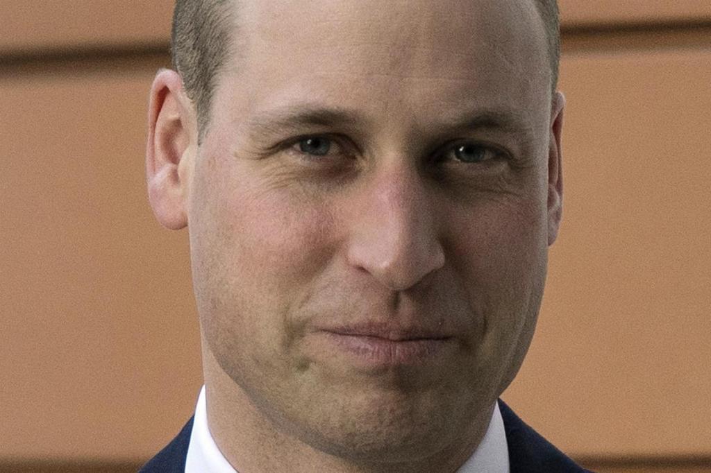 Príncipe William cozinha para sem-abrigo na associação
