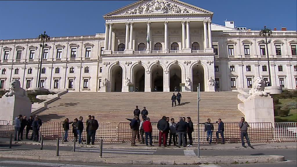 Donos dos carrosséis continuam às voltas para alterar legislação