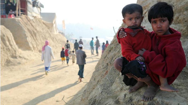 Crianças rohingya num campo de refugiados (Bangladesh)