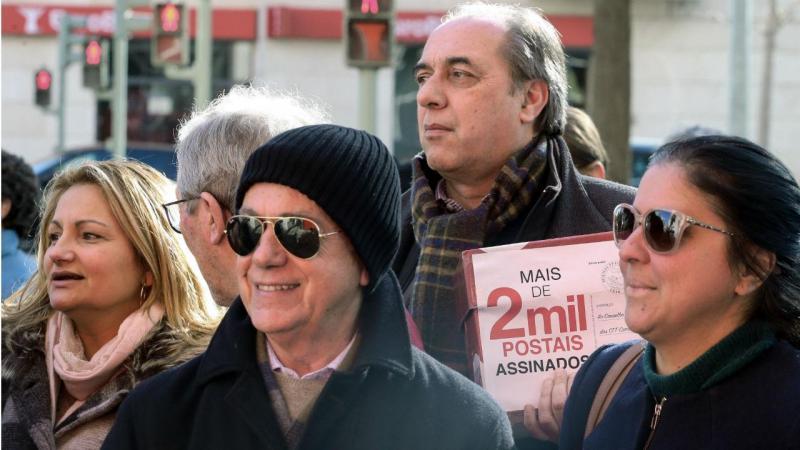Manifestação à porta da sede dos CTT, em Lisboa