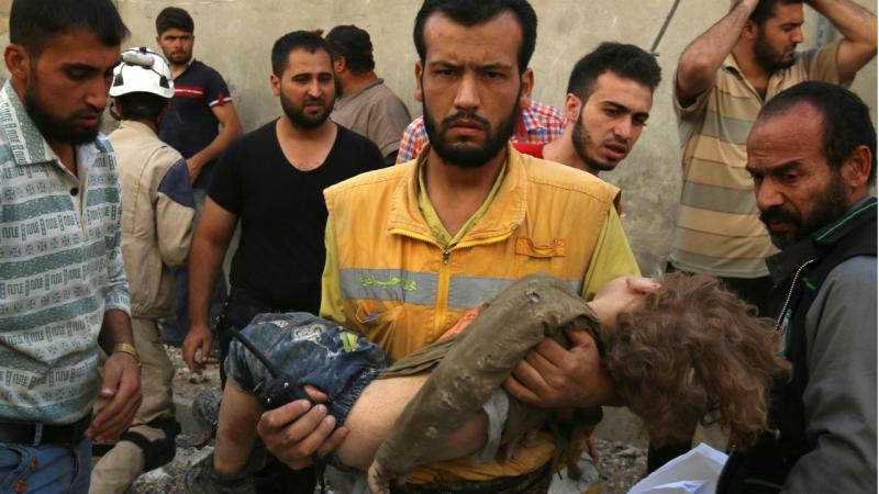 Síria - criança atingida em bombardeamento (arquivo)