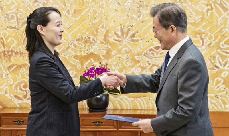 Irmã de Kim Jong-Un, Kim Yo-jong, com o presidente da Coreia do Sul, Moon Jae-in
