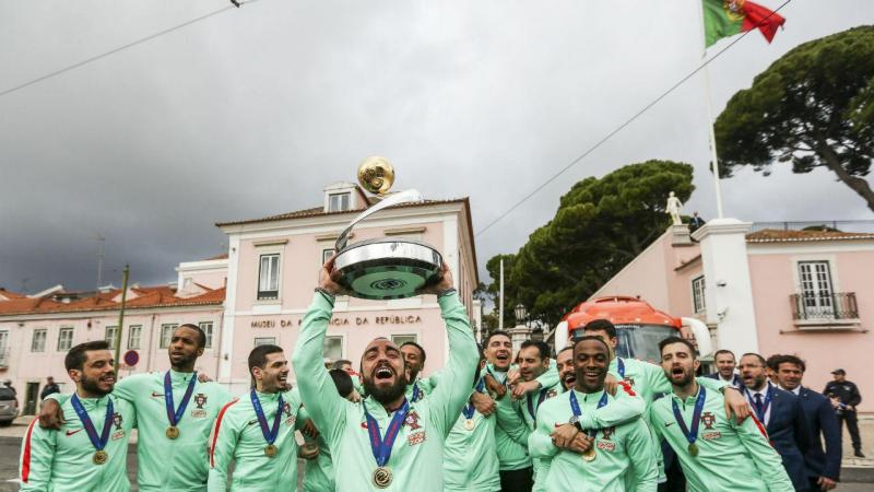 Campeões europeus de Futsal festejam à porta de Belém