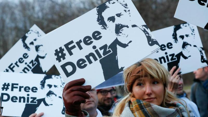 Protestos contra a detenção de Deniz Yucel