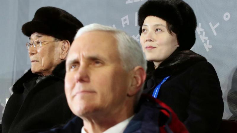 Kim Yong Nam, Mike Pence e a irmã de Kim Jong Un, Kim Yo Jong