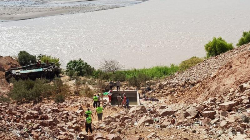 Autocarro desaba em ribanceira no Peru e deixa pelo menos 44 mortos