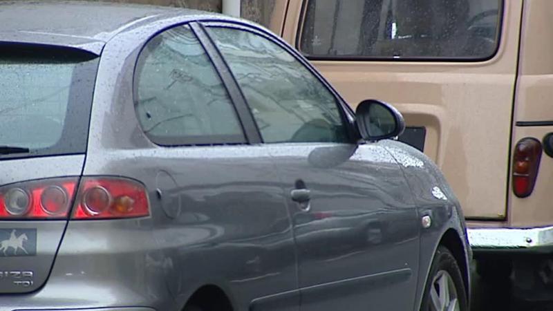 Dois jovens baleados quando estavam no carro