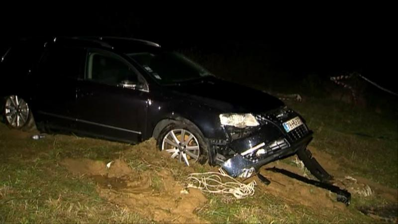 Mulher morre depois de carro ser arrastado por cheias