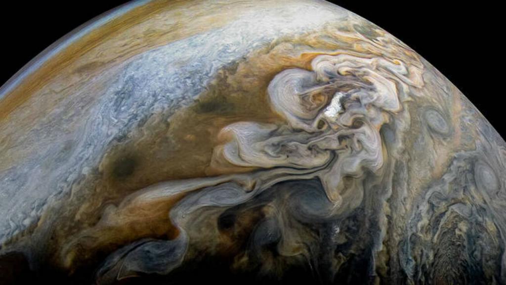 Formações de redemoinhos de nuvens em Júpiter