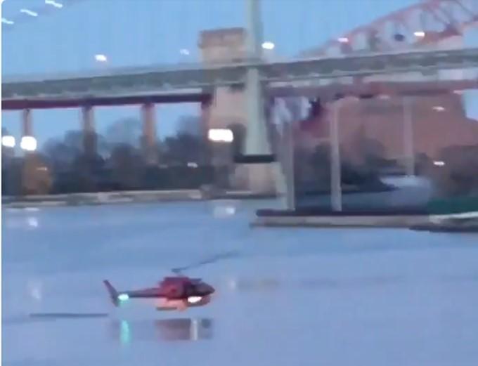 Helicóptero cai ao rio - NOva Iorque