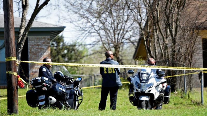 Polícia e FBI em Austin, Texas, por causa de explosão de duas bombas