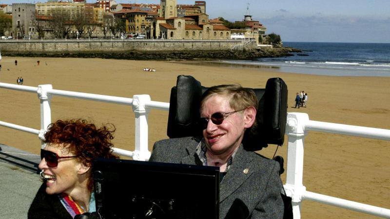 Stephen Hawking com a mulher, Elaine, em 2005, em São Lourenço, Espanha