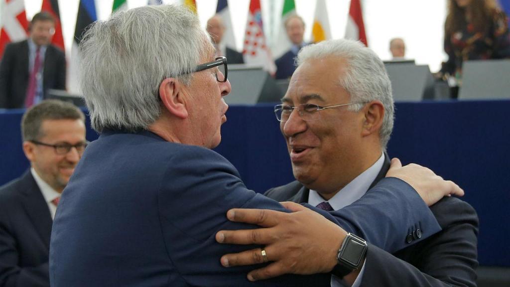 Jean-Claude Juncker com António Costa e Carlos Moedas (ao fundo)