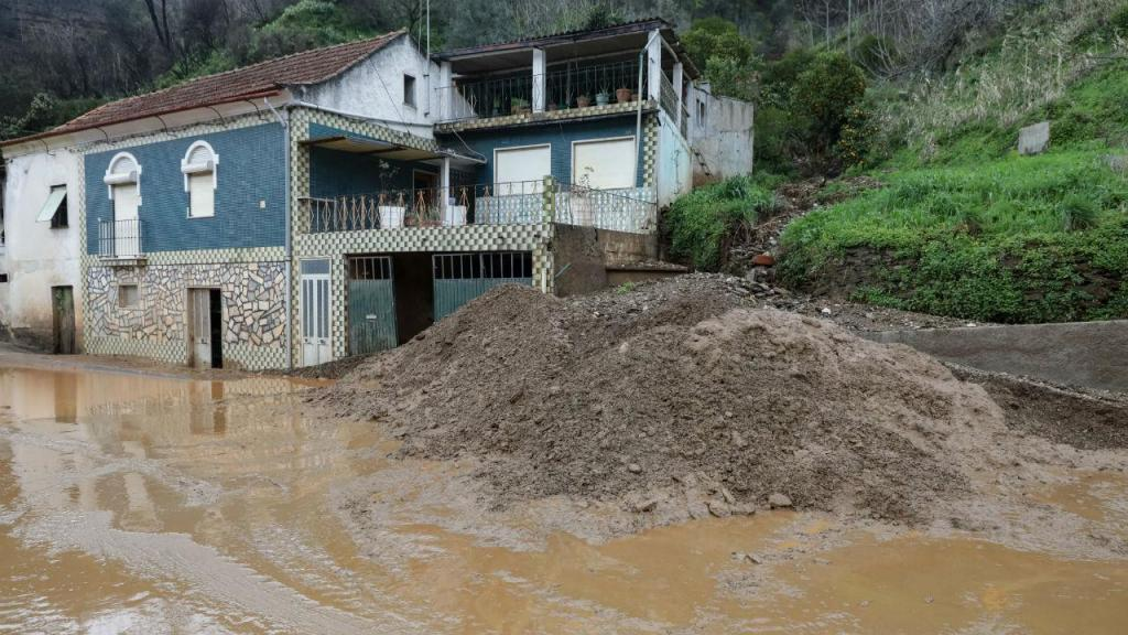 Deslizamento de terras na Estrada da Beira