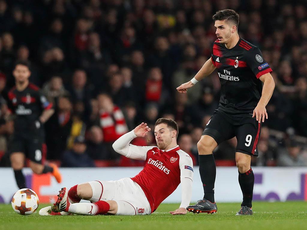 LE: Arsenal elimina Milan de André Silva