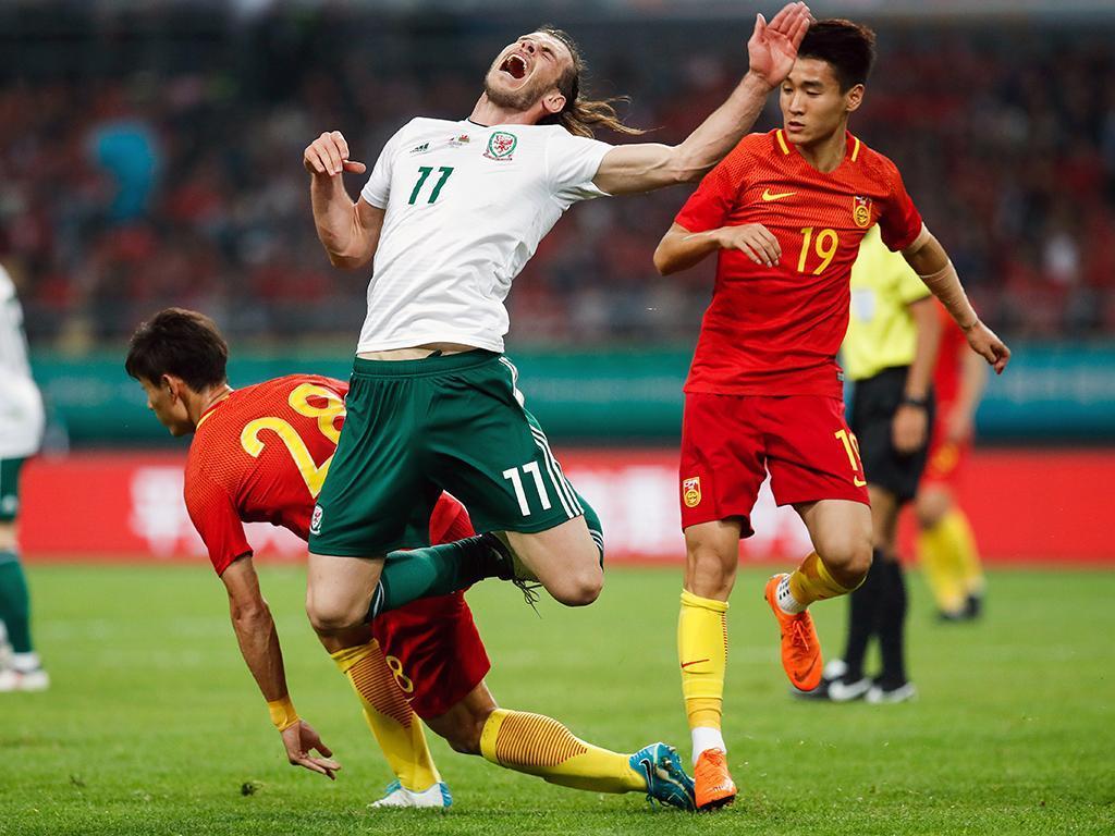 País de Gales goleia China na estreia de Ryan Giggs