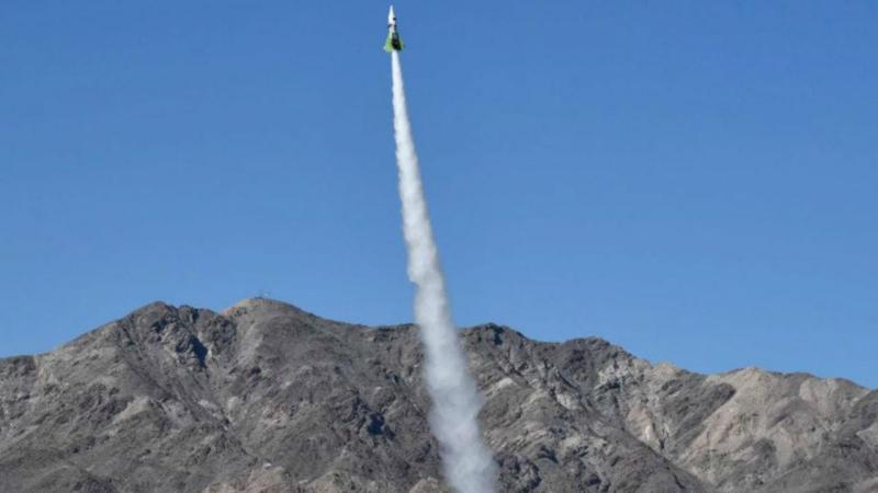 Mike Hughes lança foguetão para