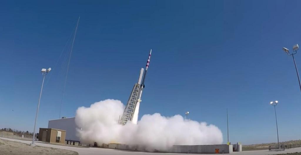Lançamento de foguetão com paraquedas da NASA