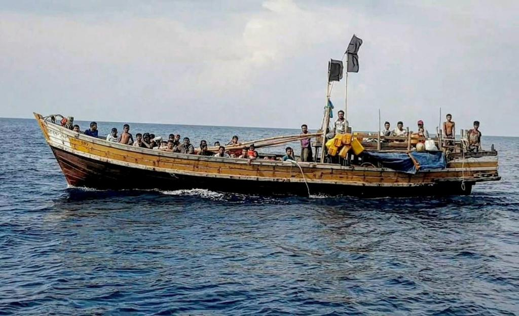 Embarcação com 56 rohingya resgatada na Malásia
