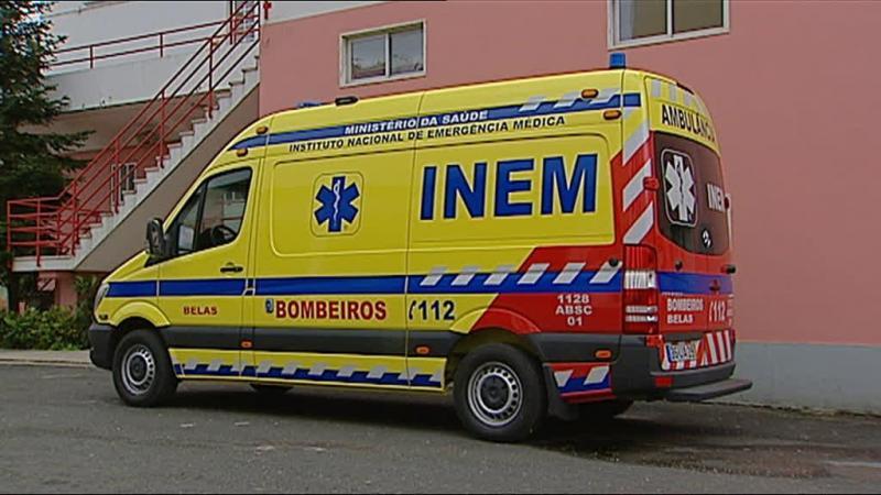 Mais de 70 ambulâncias paradas... devido à pintura
