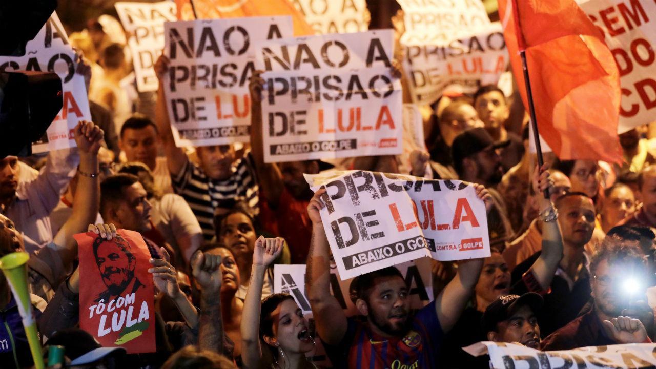 Apoiantes de Lula da Silva concentram-se em São Bernardo do Campo