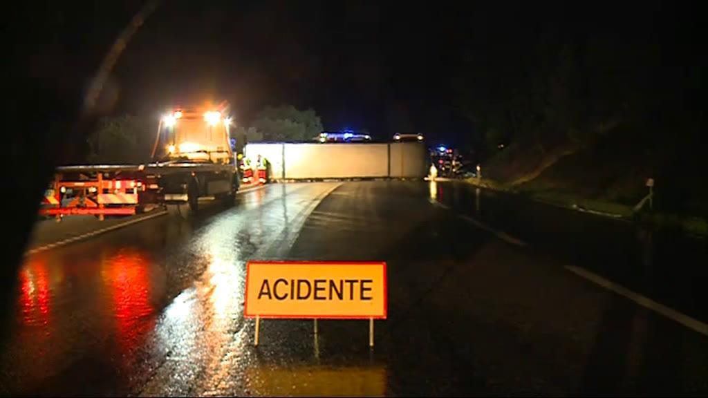 Chuva forte pode explicar acidente de autocarro