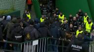 Detenções e muita tensão na chegada dos adeptos do Atlético a Alvalade