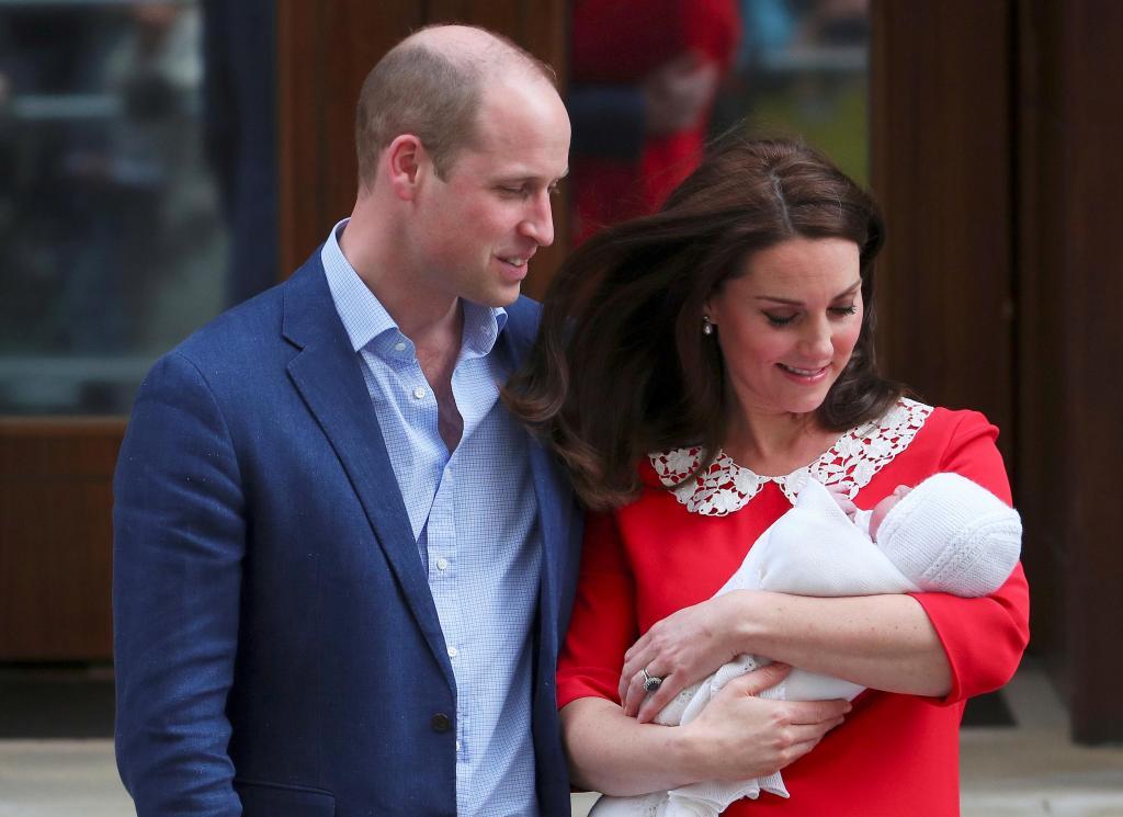 Kate Middleton e Príncipe William apresentam terceiro filho