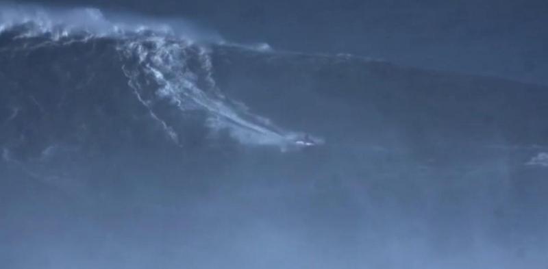 Rodrigo Koxa - Maior onda - Nazaré - 8 Novembro