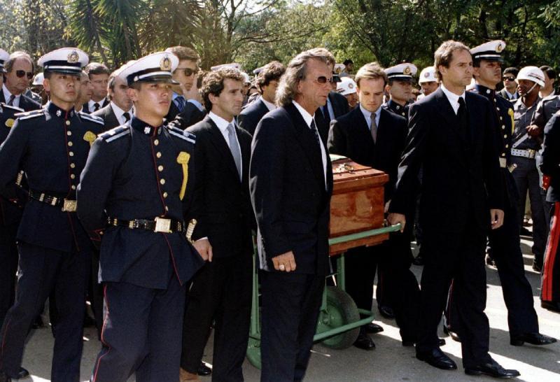 Alain Prost no funeral de Ayrton Senna