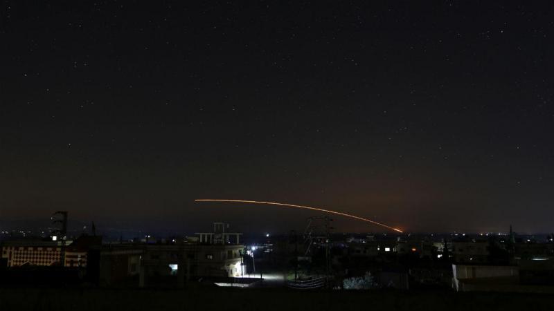 Mísseis lançados por Israel contra bases militares sírias
