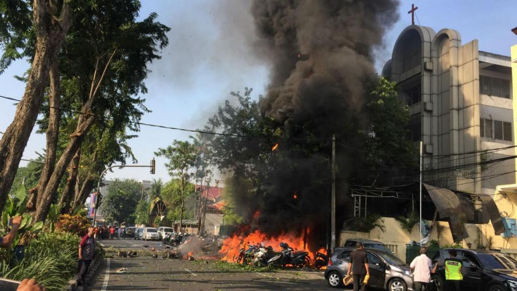 Ataques a igrejas na Indonésia