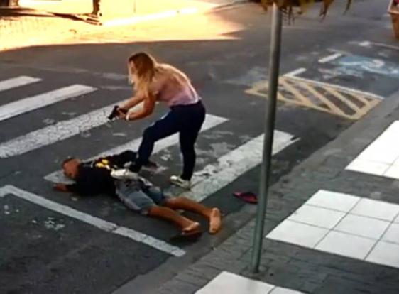 Polícia de folga mata ladrão